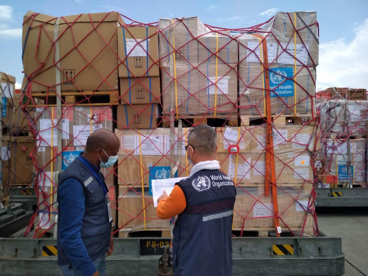 الصحة العالمية تنقل أكبر شحنة منفردة من الإمدادات الطبية والإنسانية إلى إثيوبيا