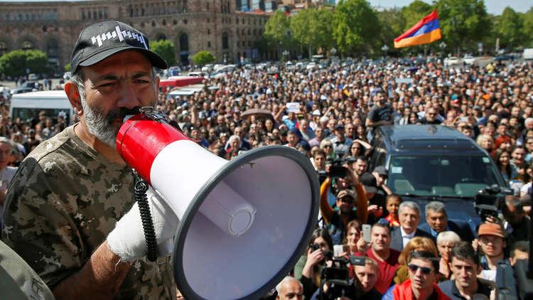"""أزمة أرمينيا.. المعارضة تطالب الحزب الحاكم بـ""""الاستسلام"""""""