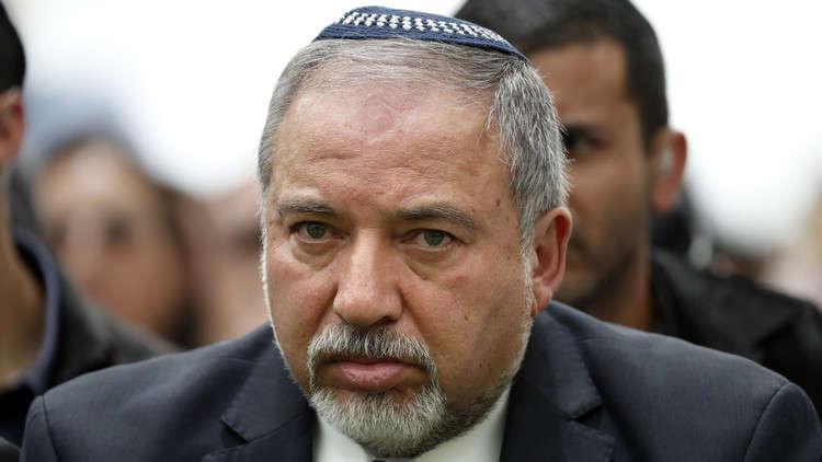 """ليبرمان يأمر جيشه بالتعامل """"بأقصى درجات الحزم"""" في غزة"""