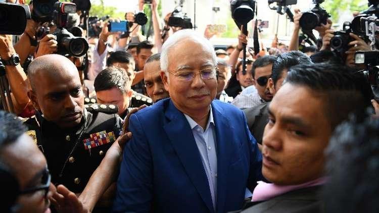 ماليزيا توجه 3 تهم لرئيس وزرائها السابق