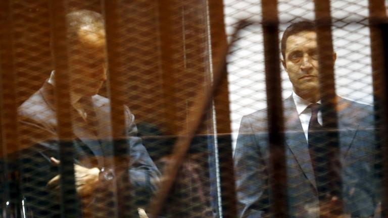 """وقف محاكمة علاء وجمال مبارك في قضية """"التلاعب بالبورصة"""""""