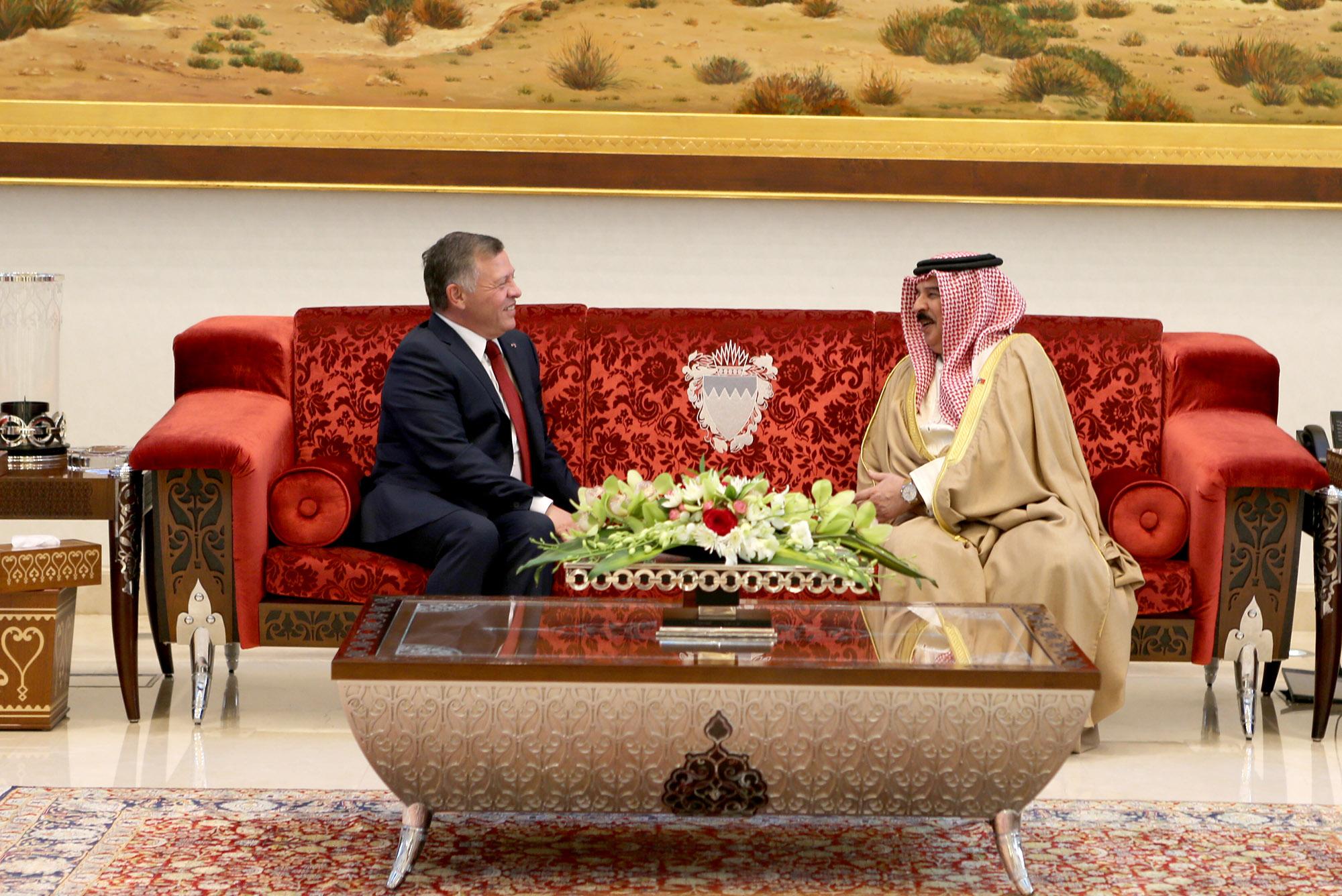 جلالة الملك عبدالله الثاني يجري مباحثات مع ملك البحرين في المنامة