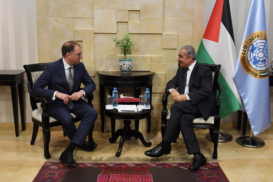 رئيس الحكومة الفلسطينية أشتية يلتقي وزير الدولة للشؤون الخارجية الألماني نيلز أنين