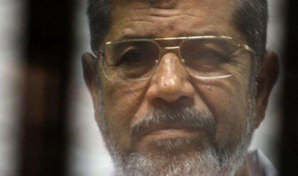 دفن الإخواني المعزول محمد مرسي بمقبرة شرقي القاهرة