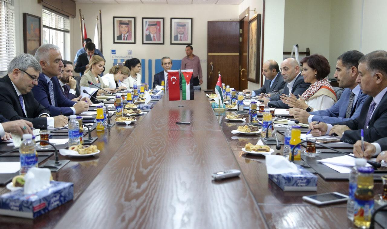 وزيرة السياحة تبحث مع نظيرها التركي التعاون الثنائي