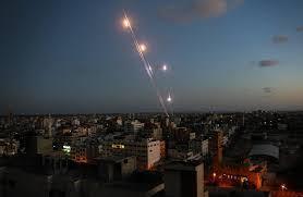 اعلام عبري: اطلاق صواريخ نحو سديروت وعسقلان وهلع يصيب سكانها
