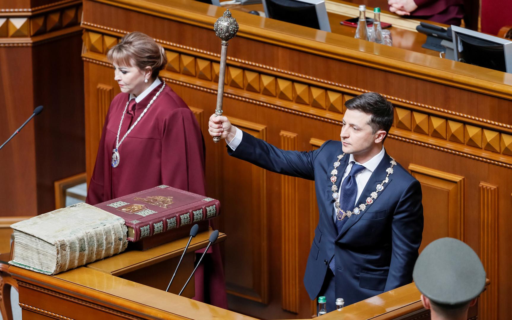 زيلينسكي يؤدي اليمين الدستورية رئيسا لأوكرانيا
