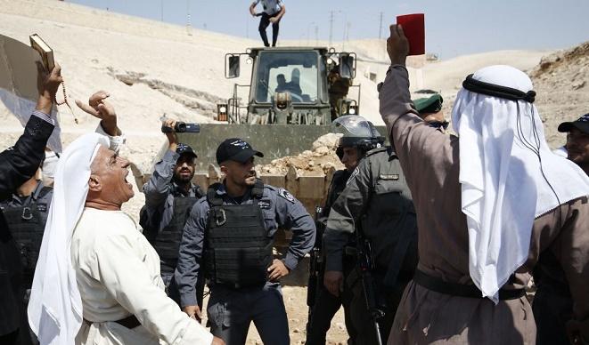 الإحتلال الإسرائيلي يشرع بتدمير وتجريف مئات الدونمات في الأغوار الشمالية
