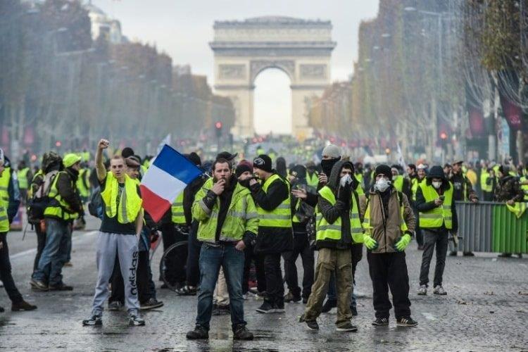 """""""السترات الصفراء"""" تبدأ الأسبوع الـ 13 للتظاهر بموجة من العنف"""