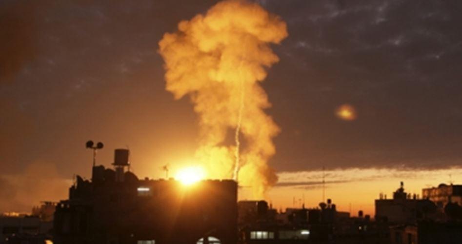 الاحتلال يواصل تصعيده ضد قطاع غزة و يقصف مواقع للمقاومة