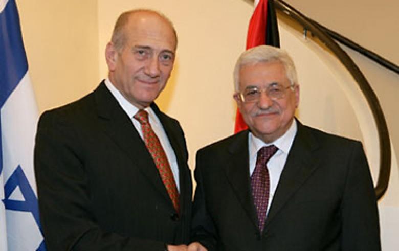 بعد اللقاء في باريس.. أولمرت: عباس هو الرجل القادر على تحقيق حل الدولتين