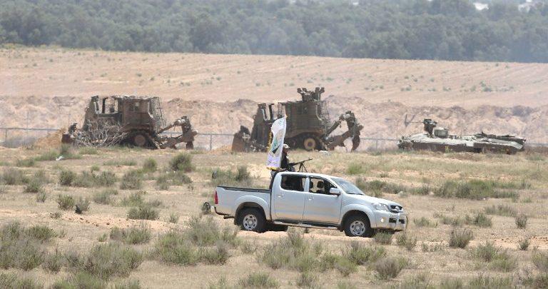 معاريف: نتن ياهو مستعد للتخلي عن غزة مقابل تشديد قبضته بالضفة ويعتبر حماس كنز له
