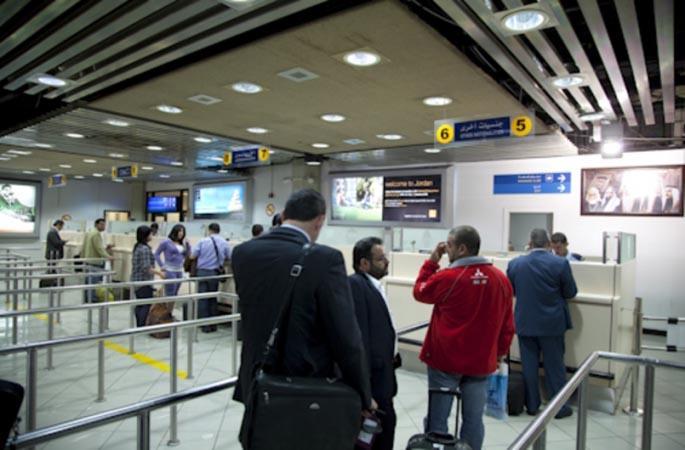 السلطات القبرصية تطرد 34 إسرائيلياً من مطار لارنكا