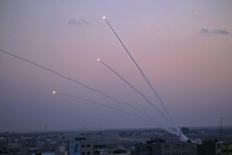 الإعلام العبري: (220) صاروخ أطلق من غزة تجاه اسرائيل منذ بدء التصعيد