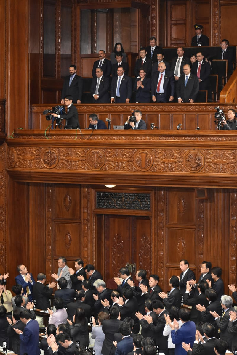 رئيس مجلس النواب يلتقي مسؤولين يابانيين