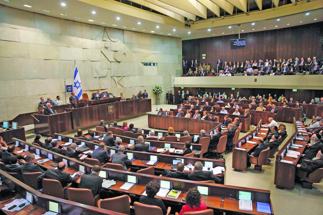 """مشروع قانون في كنيست الإحتلال الإسرائيلي لخصم 300 مليون دولار من """"مقاصة"""" السلطة"""