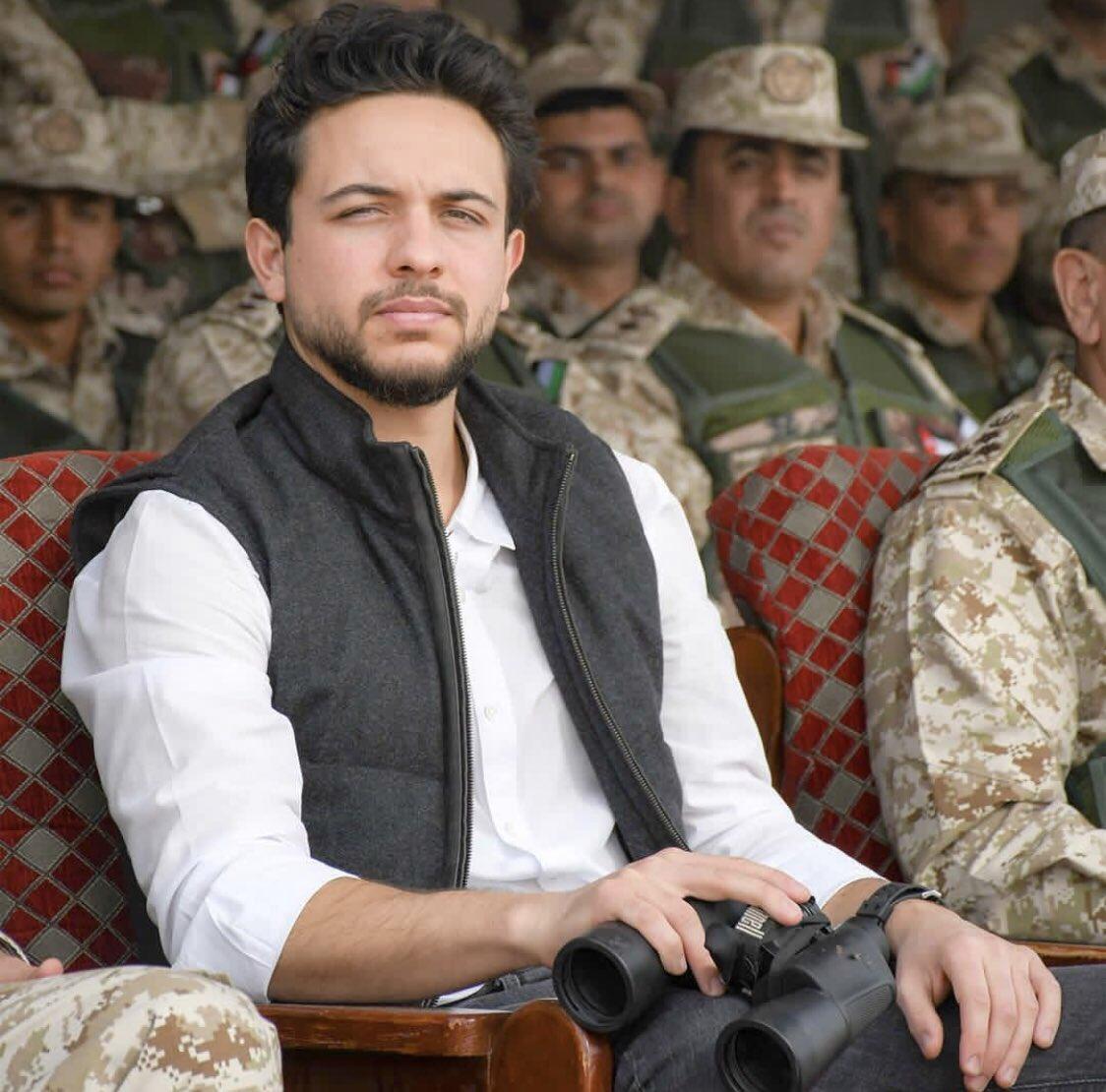 ولـي العهـد: أعتـز بجهـود نـشامـى الجيش