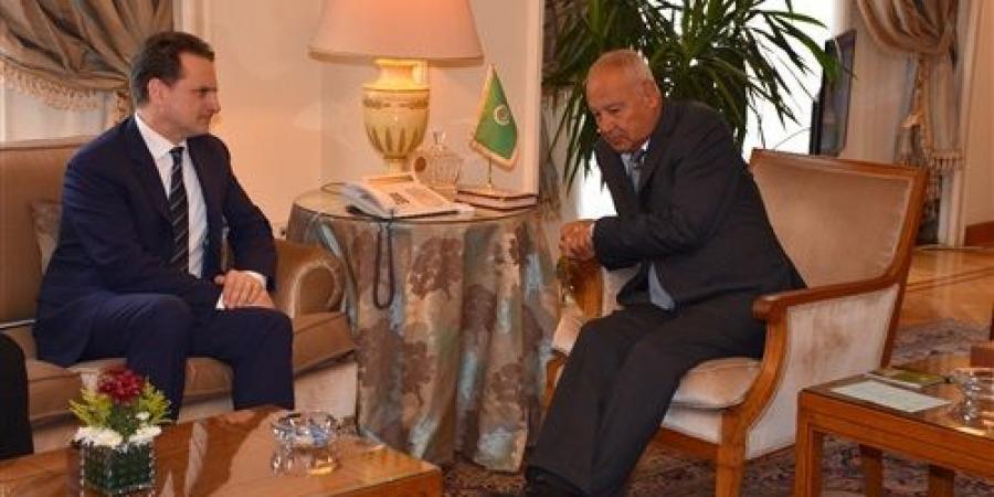 أبو الغيط يلتقي كرينبول ويؤكد رفض الجامعة العربية المساس بصفة اللاجئ الفلسطيني
