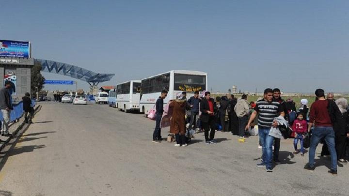 عودة دفعة جديدة من المهجرين السوريين إلى قراهم عبر معبر نصيب جابر الحدودى