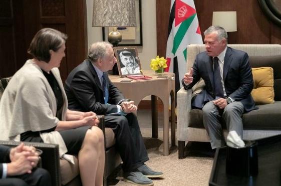 الملك يستقبل المبعوث الخاص للأمين العام للأمم المتحدة ومفوضة الاتحاد الأوروبي