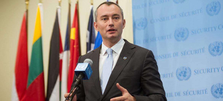 """صحيفة محلية تنشر ما قالت أنها """"خطة ملادينوف"""" لـ""""الحل الإنساني"""" في قطاع غزة"""