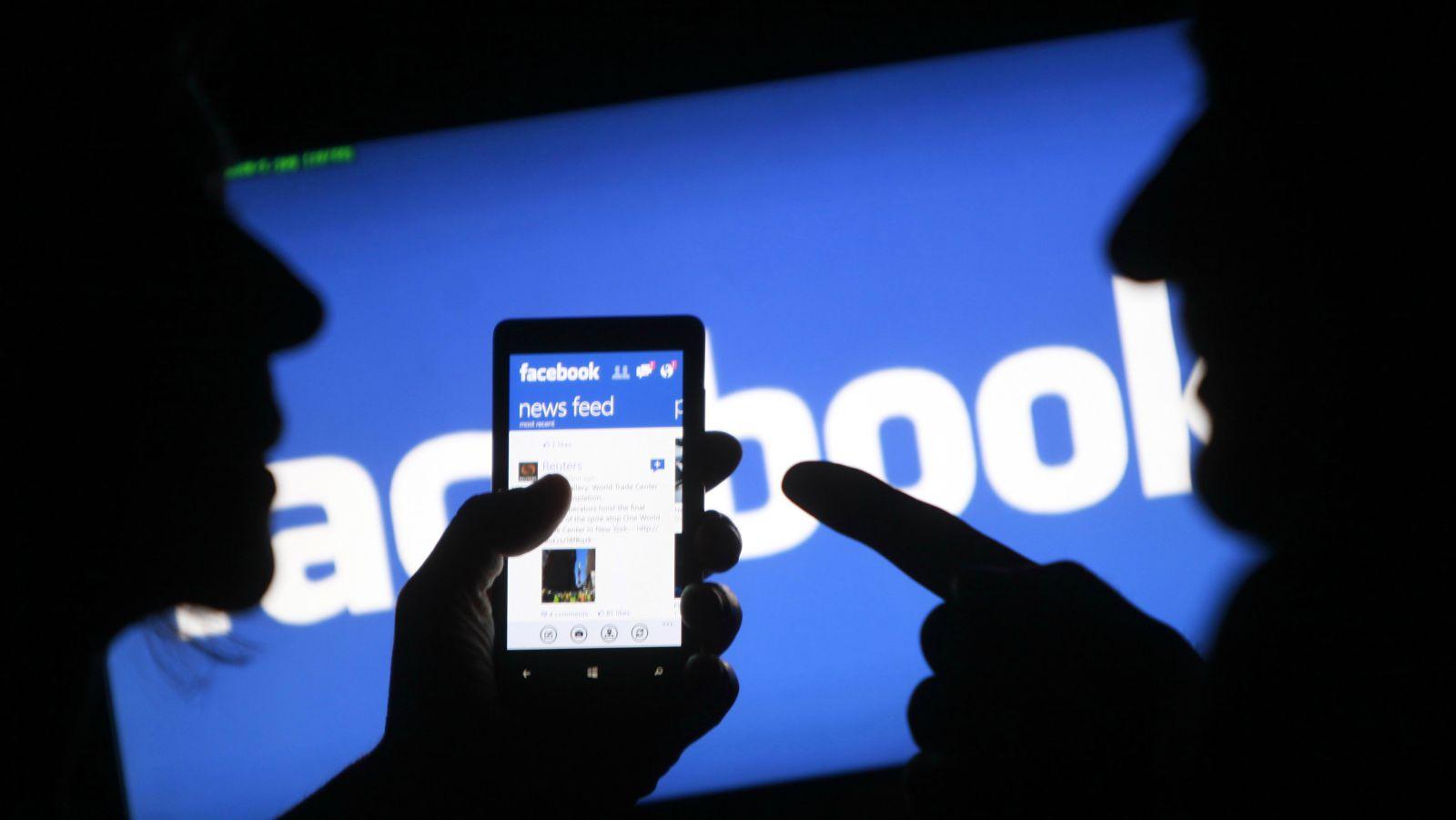 """الحكومة الأمريكية تطالب """"فيسبوك"""" بالكشف عن بيانات 52 ألف مستخدم"""