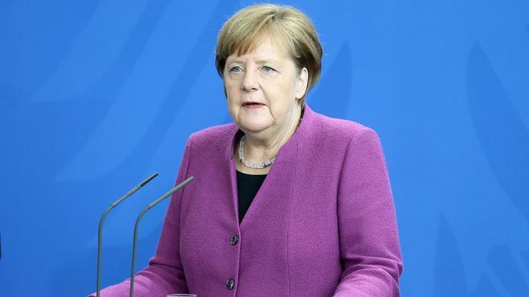 ميركل: الأفضل مواصلة المحادثات مع إيران والالتزام بالاتفاق النووي