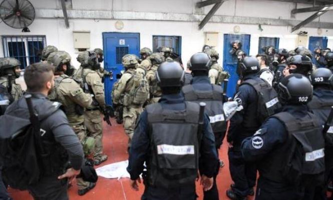 حالة استنفار وتوتر بعد طعن ضابطين إسرائيلين بسجن النقب وهناك إصابات بين الأسرى