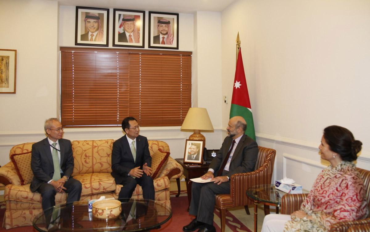 رئيس الوزراء الدكتور:عمر الرزاز يلتقي رئيس شركة كوريا للطاقة الكهربائية
