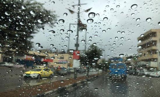 اجواء باردة اليوم وزخات متفرقة من المطر
