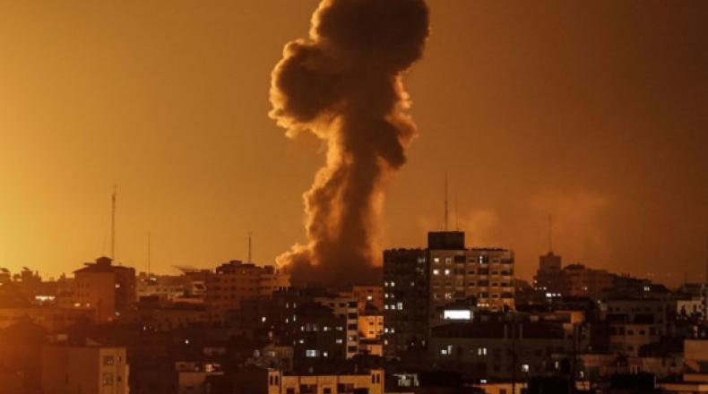 الطيران الحربي الإسرائيلي يستهدف 15 موقعاً في قطاع غزة
