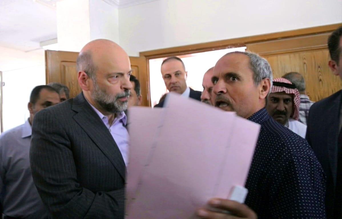 رئيس الوزراء الأردني يزور مديرية تسجيل أراضي غرب عمان
