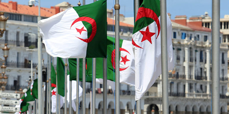 إعدام 3 ضباط كبار سابقين بالمخابرات الجزائرية بتهمة الخيانة العظمى