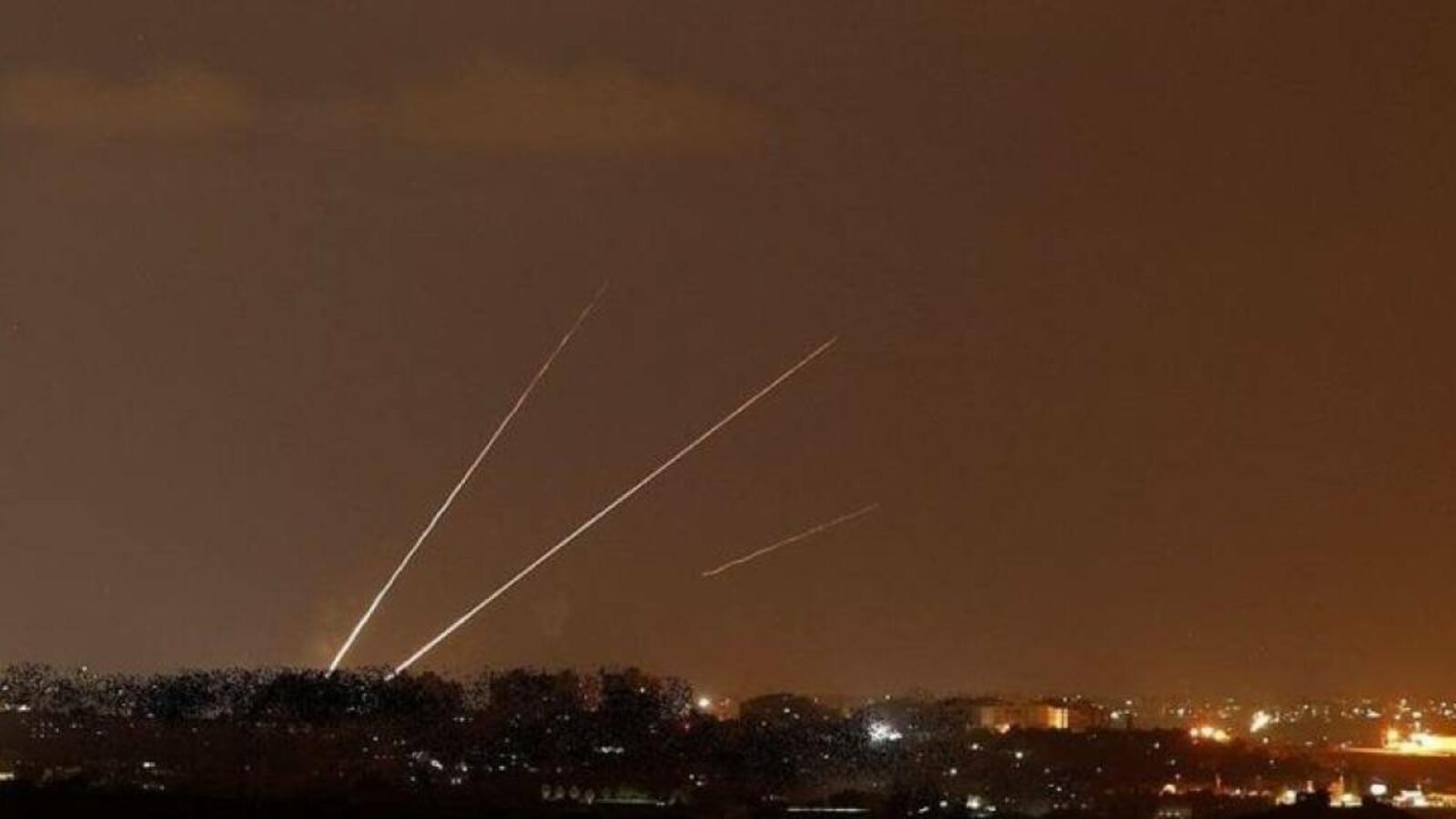 إعلام عبري: اطلاق صواريخ من قطاع غزة والقبة الحديدية تعترض