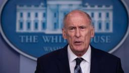 تقرير: ترامب يعتزم إقالة مدير الاستخبارت الوطنية