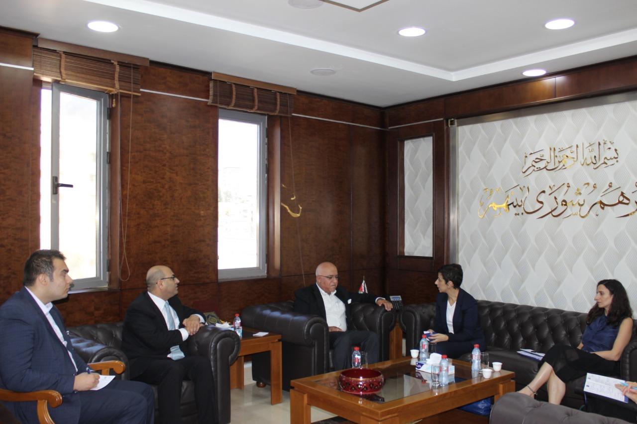 وزير الشؤون السياسية والبرلمانية يلتقي سفيرة بعثة الاتحاد الأوروبي في الأردن