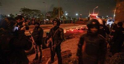 انتحاري يفجر نفسه ويقتل شرطيين في منطقة الدرب الأحمر بالقاهرة