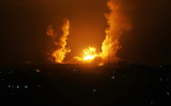 طائرات الاحتلال تستهدف نفقا تجاريا بين مصر وغزة