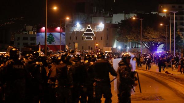 صدامات عنيفة بين المتظاهرين وقوات الأمن وسط بيروت واصابات بين الصحفيين
