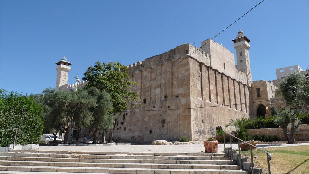 الاحتلال يقرر إغلاق الحرم الإبراهيمي لمدة 24 ساعة