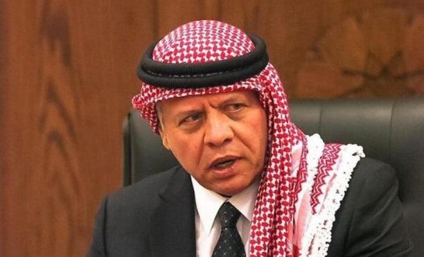 الملك يوقف قرار رفع أسعار المحروقات والكهرباء