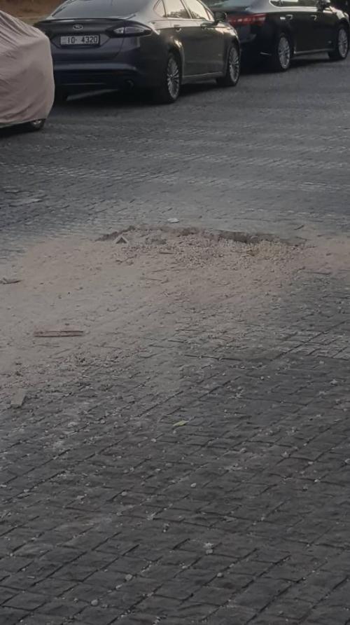 """شكوى من وجود حفرة عميقة في شارع """"الرينبو"""" ..."""