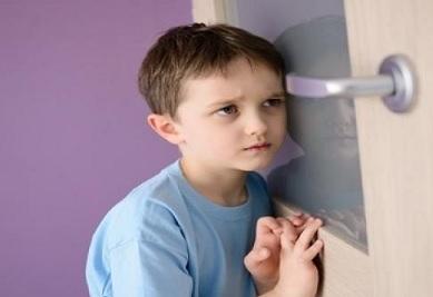 ماذا تفعلين لو شاهدك طفلك خلال ممارسة العلاقة الحميمة ؟