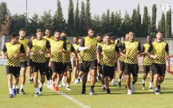 منتخب النشامى يغادر إلى العراق