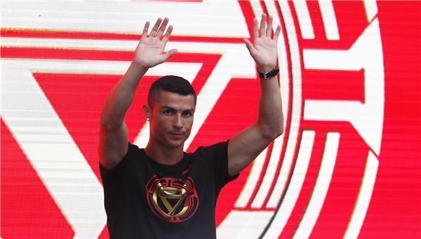 خطوة غريبة من كريستيانو رونالدو تجاه ريال مدريد