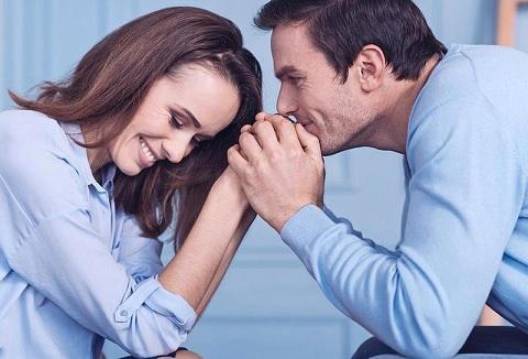كيف تعيدين رومانسية الخطوبة إلى زواجكِ من جديد؟
