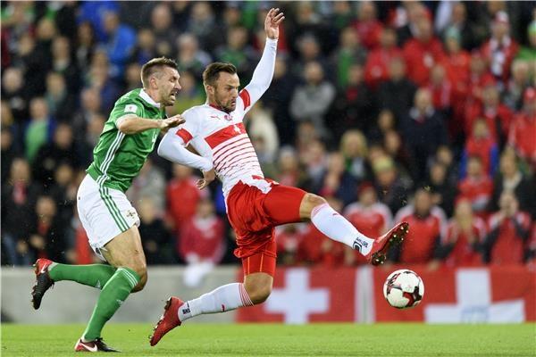 سويسرا تضع قدمًا في المونديال على حساب أيرلندا الشمالية