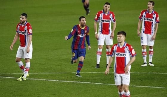 سحر ميسي يقود برشلونة لسحق ألافيس