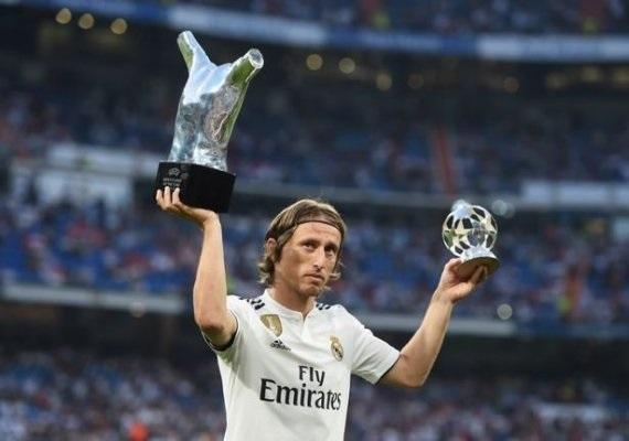 مودريتش يتخذ قراره النهائي بشأن البقاء مع ريال مدريد