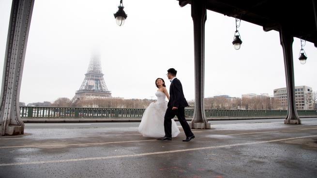الفرنسيون ينفرون من الزواج